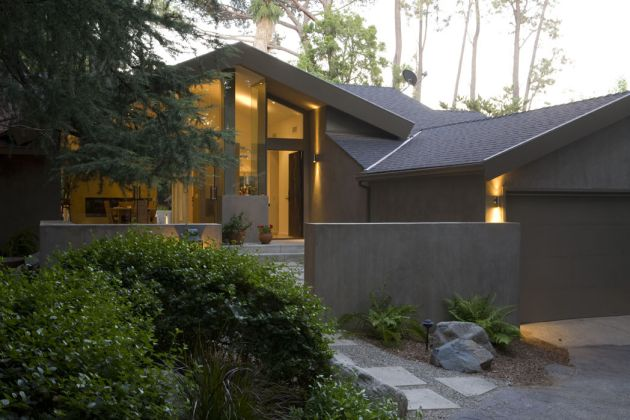 Before after the garfield residence by fer studio for Updating 80s contemporary home exterior