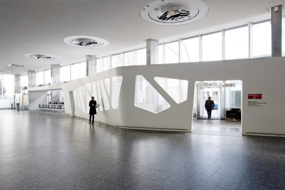 A new look for first class check in at zurich airport for Interior design zurich switzerland