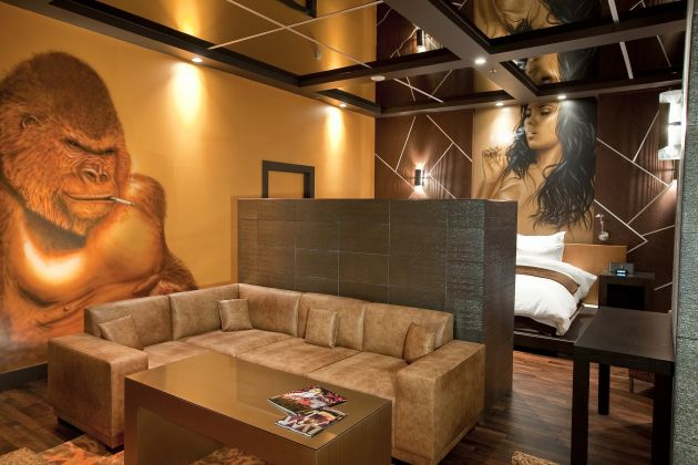 Pool suites at the hard rock hotel las vegas by chemical - Paredes pintadas decoracion ...