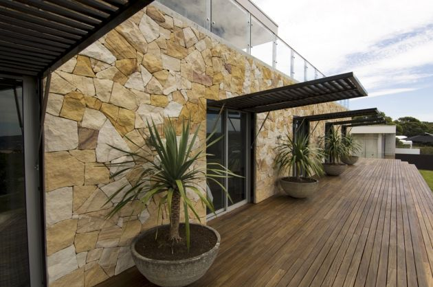 have sent us photos of a beach house in Macmasters Beach, New South Wales, Australia, that they have designed.