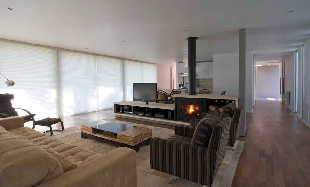 Modern-luxury-living-room-interior-design-with-contemporary-sofas-design-ideas.