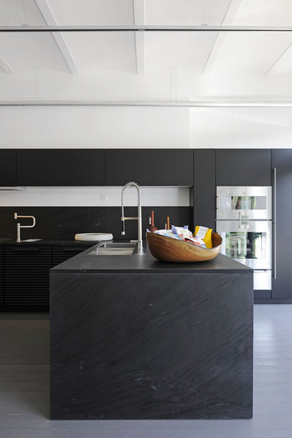 Sc 070111 02 contemporist for Kitchen design zurich