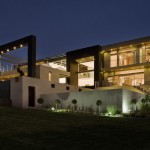 Joc House by Nico van der Meulen Architects