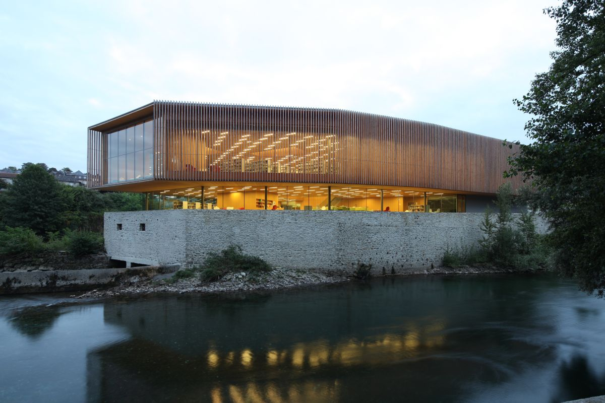 The Oloron-Sainte-Marie Multimedia Centre by Pascale Guédot
