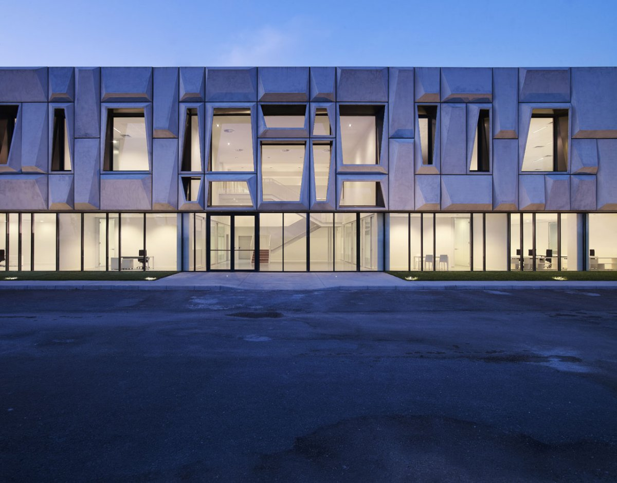 Office Building and Logistic Center by modostudio