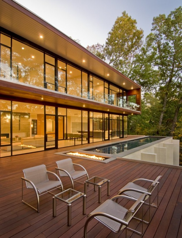 Architect Robert Gurney designed the Wissioming Residence in Glen Echo,  Maryland. .