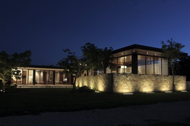 Q House by Augusto Quijano Arquitectos