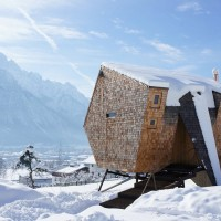 UFOGEL Holiday House by Peter Jungmann
