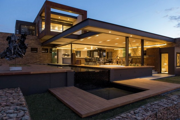 House Boz by Nico van der Meulen Architects