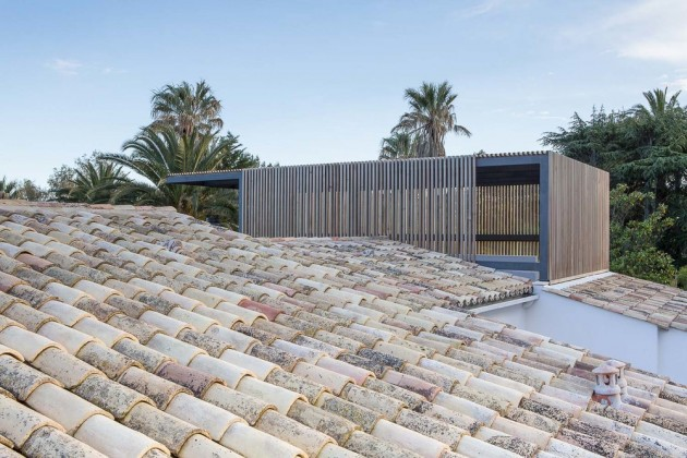 This home has a rooftop pergola to provide shaded outdoor areas.