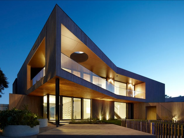 Bluff House by Inarc Architects