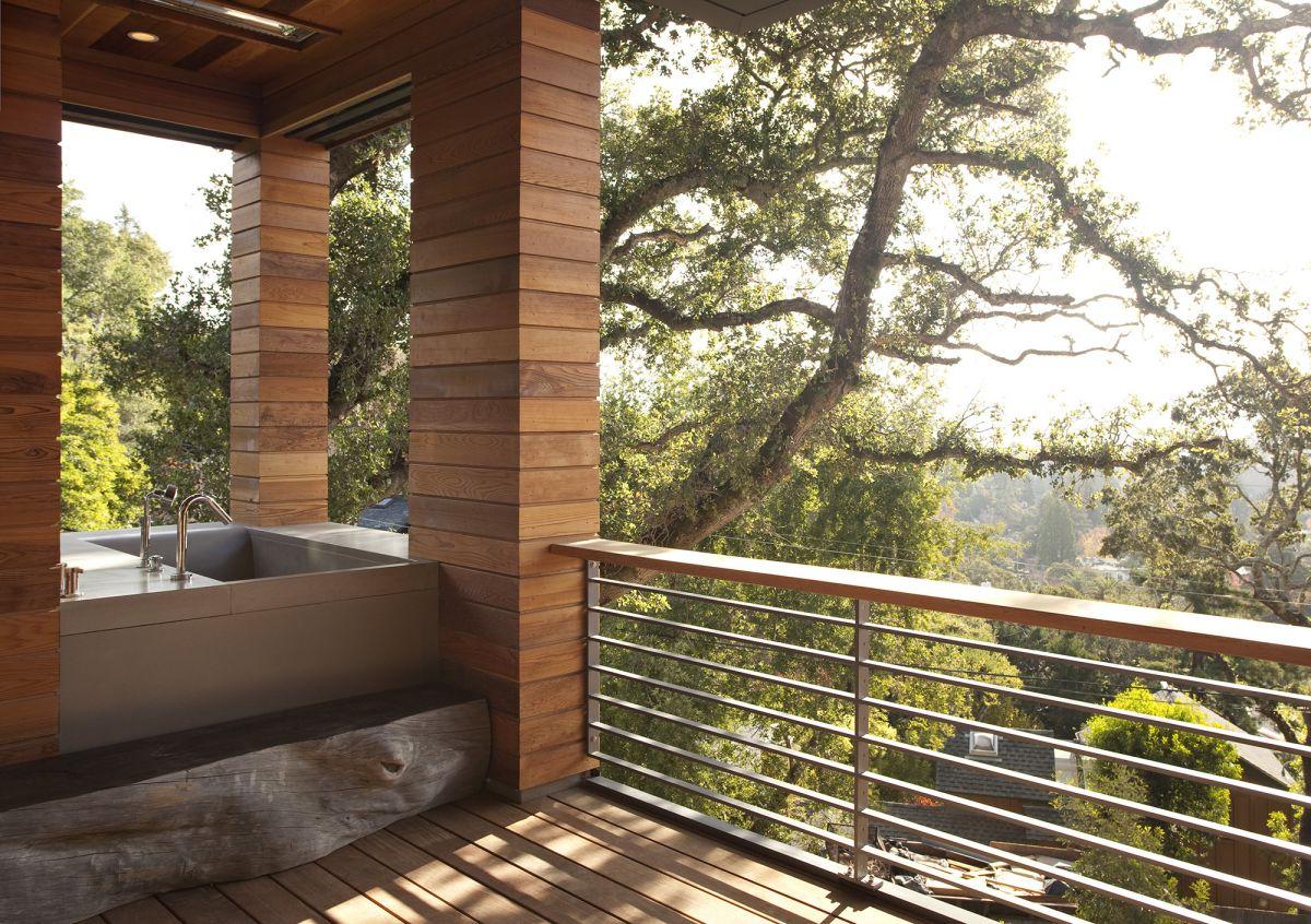 Балкон дизайн для загородного дома.