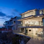 This clifftop home in California features uninterrupted views of the ocean
