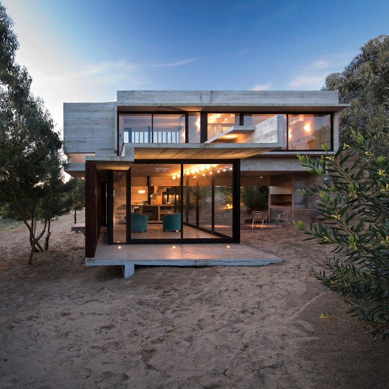 Luciano kruk designs a concrete holiday home in argentina for Christmas home design