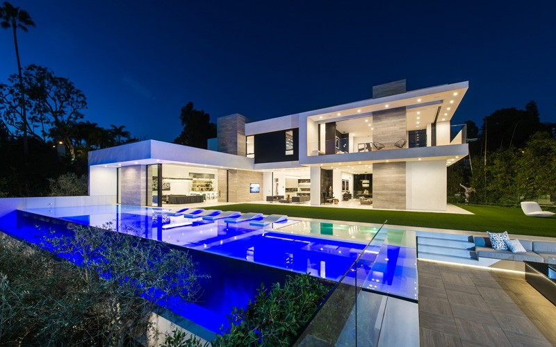 A Beverly Hills Contemporary Home Goes On The Market
