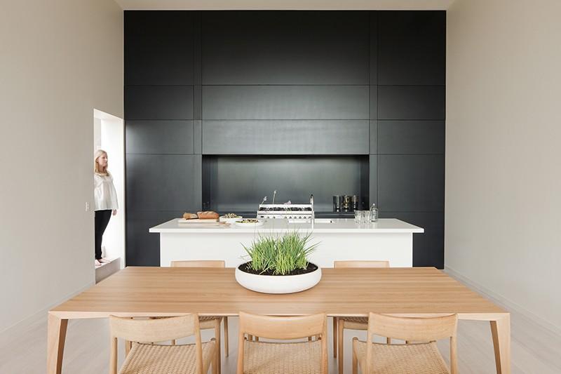 black_white_kitchen_250215_01