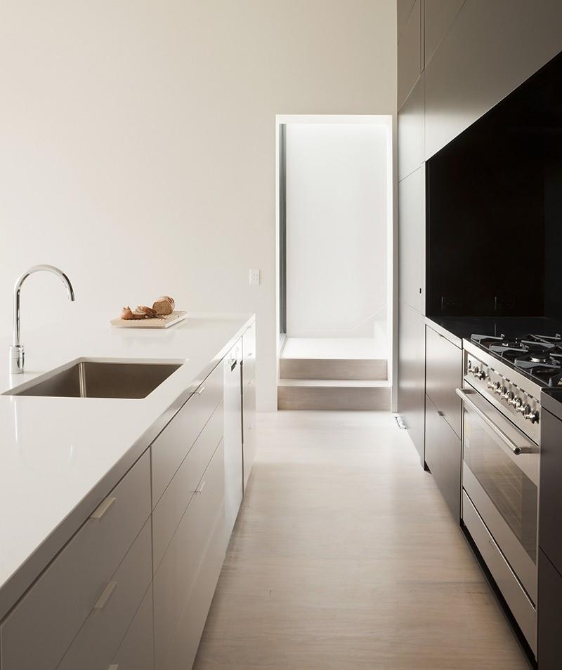 black_white_kitchen_250215_02