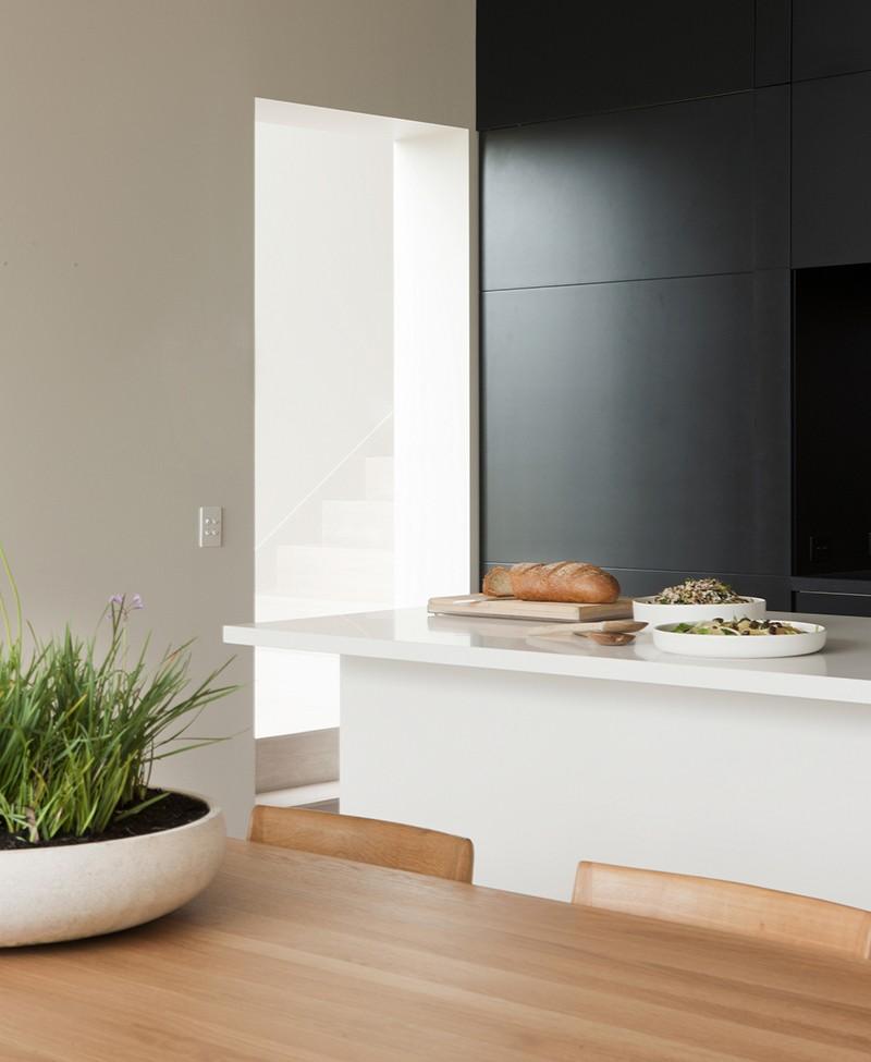 black_white_kitchen_250215_03