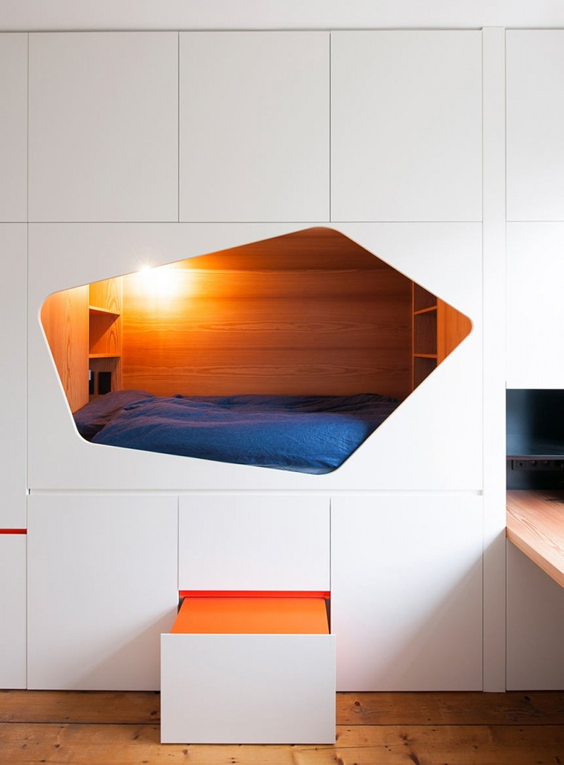 This kids bedroom has a sleeping nook among a wall of for Interieur forma