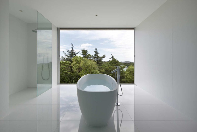 minimalist-white-bathroom_220215_01