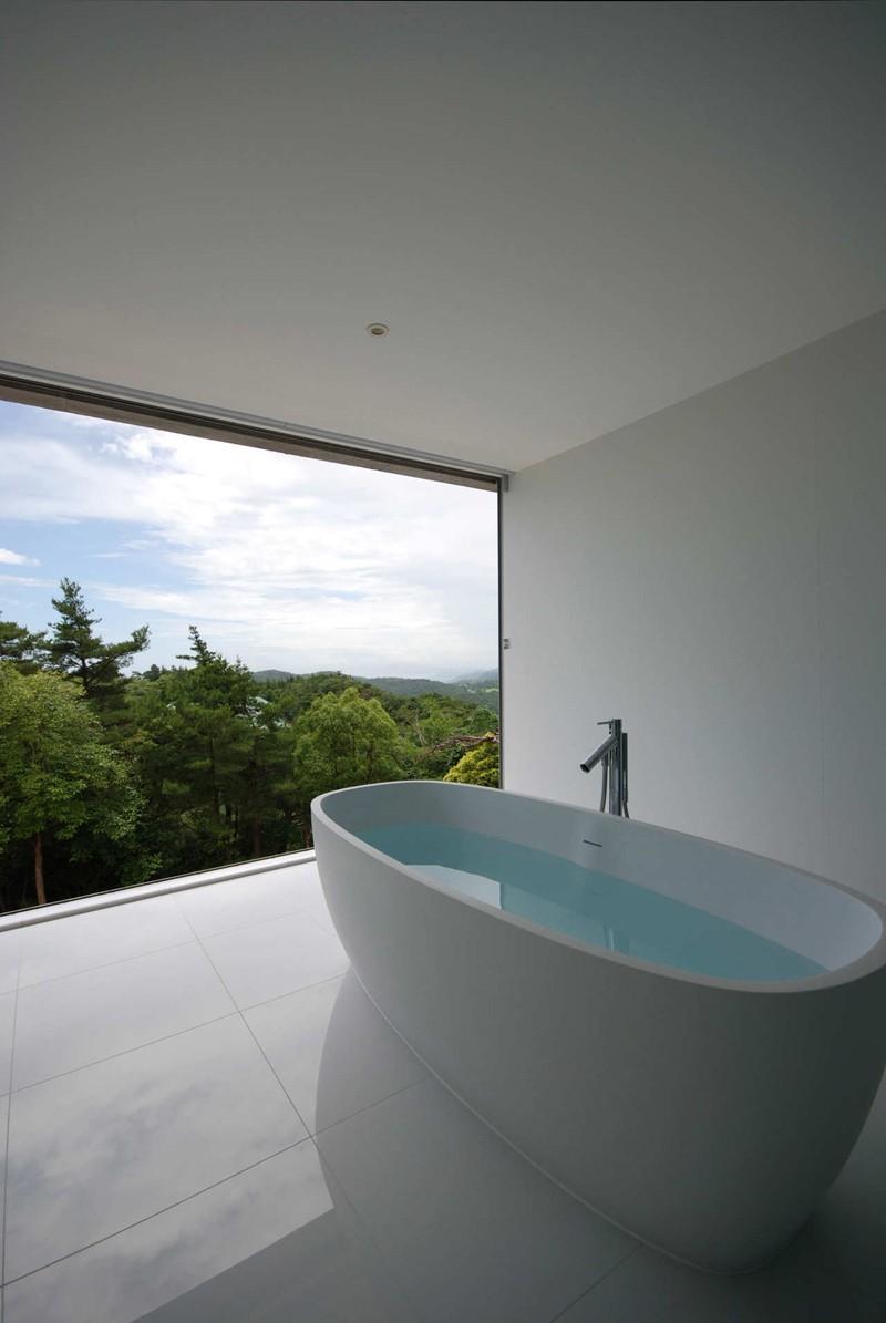 minimalist-white-bathroom_220215_02