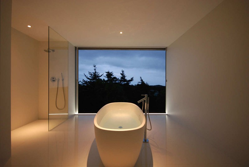minimalist-white-bathroom_220215_03