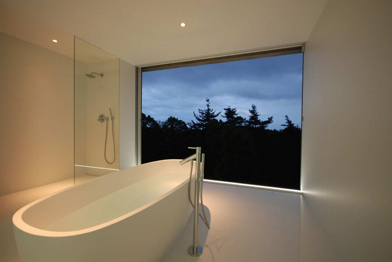 minimalist-white-bathroom_220215_04