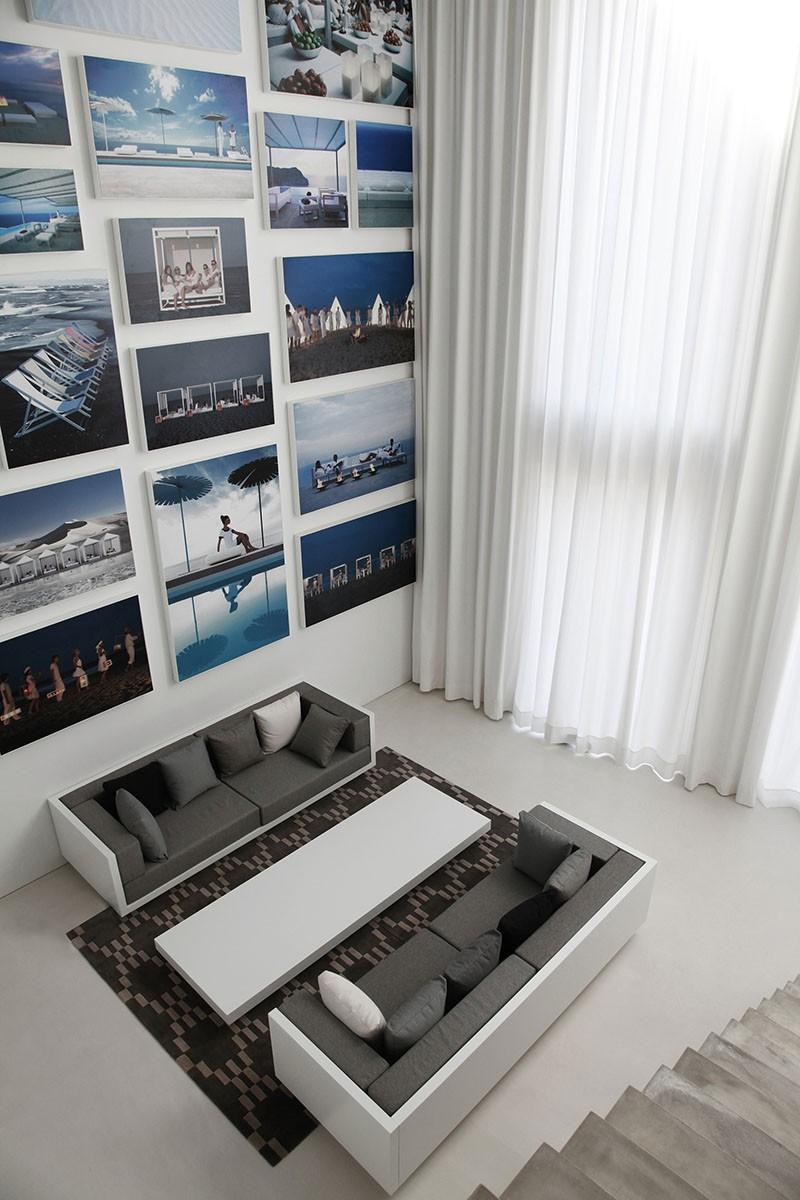 Design Detail – A Wall Of Illuminated Backlit Photos