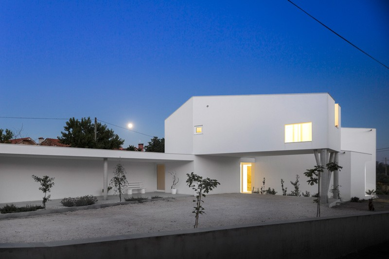 modern-house-portugal_030315_01