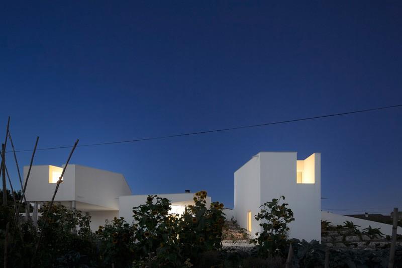 modern-house-portugal_030315_03