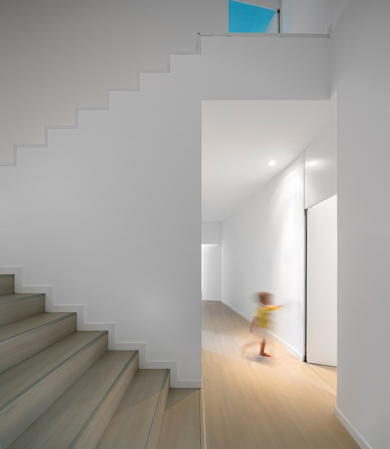 modern-house-portugal_030315_11
