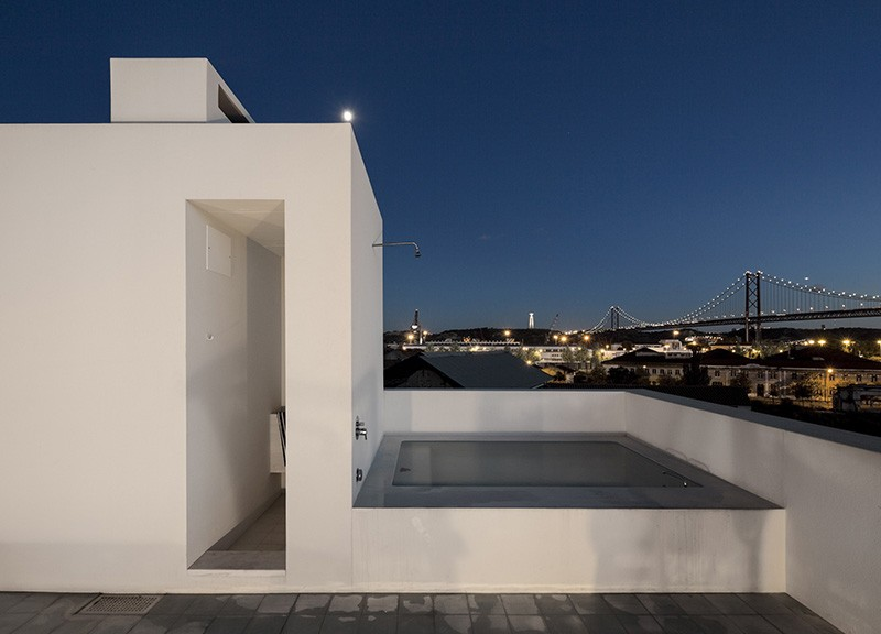 rooftop_bathtub_030315_03