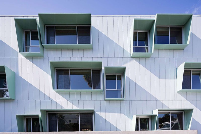 Window shades that prevent solar heat gain