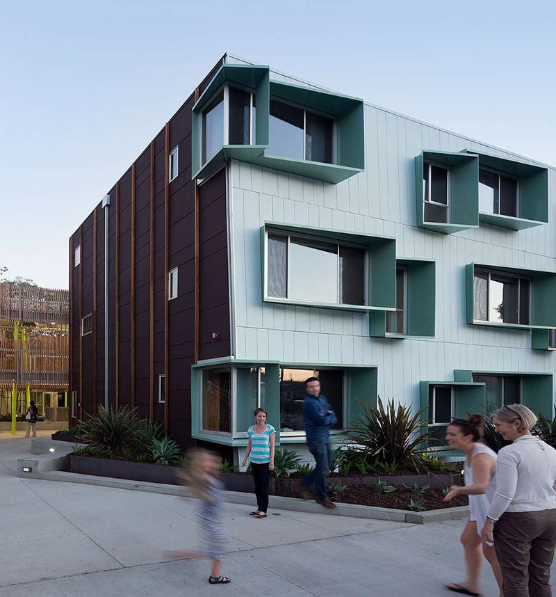 Cheap Apartments Los Angeles: What's Going On With These Windows? We Explain!