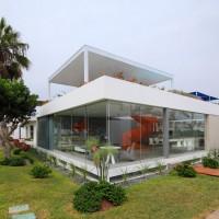 Casa Blanca by Martin Dulanto Sangalli