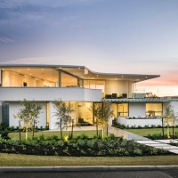 City Beach House by Cambuild and Banham Architects