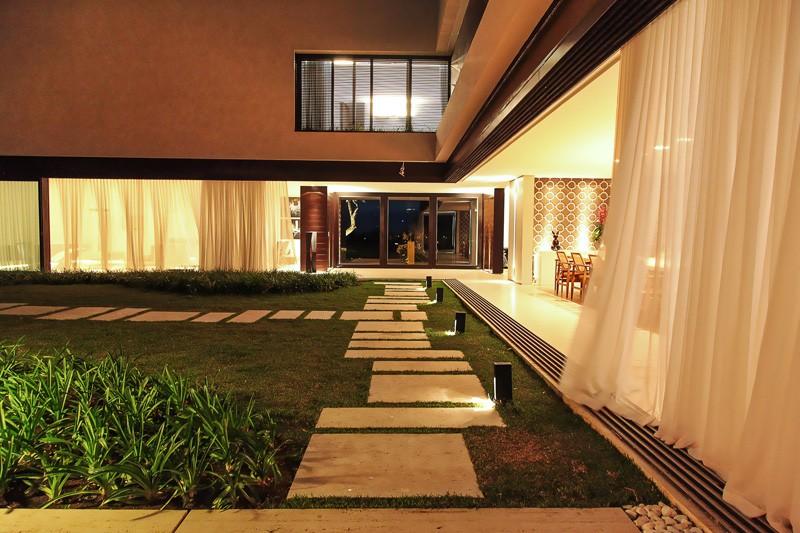 Morro House by Ana Paula Mello and Flavia Frauches
