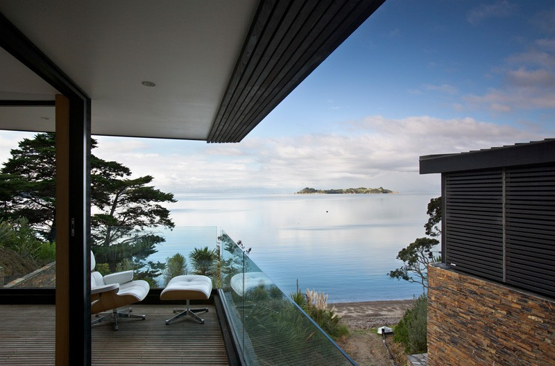 Waikopua Residence by Daniel Marshall Architects