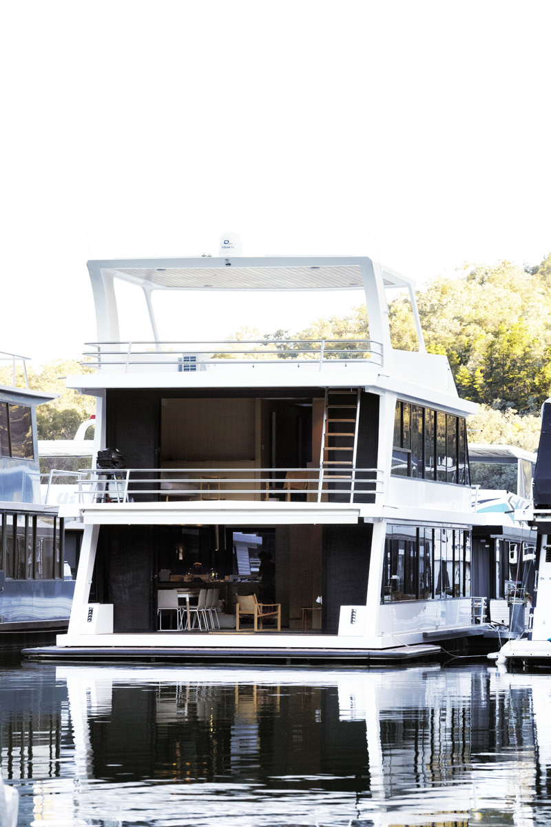 Lake Eildon Houseboat By Pipkorn & Kilpatrick