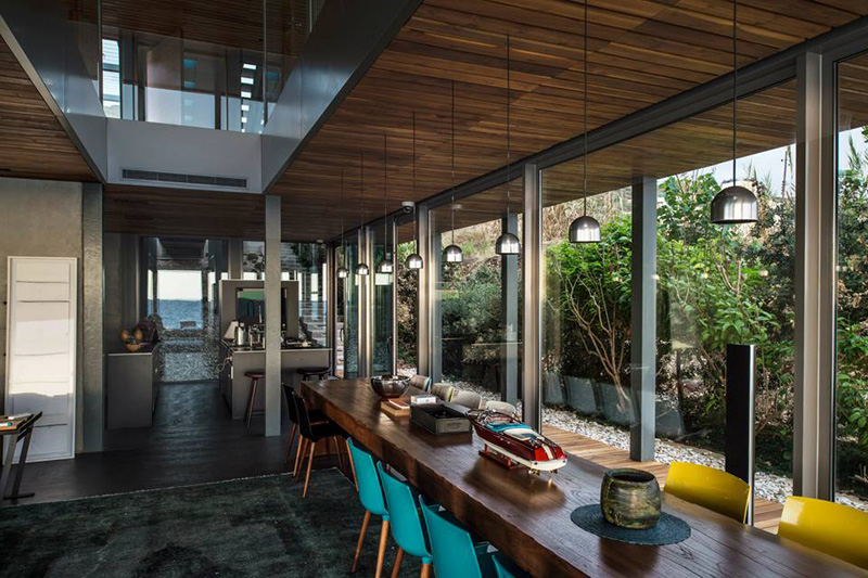 Amchit Residence by BLANKPAGE Architects