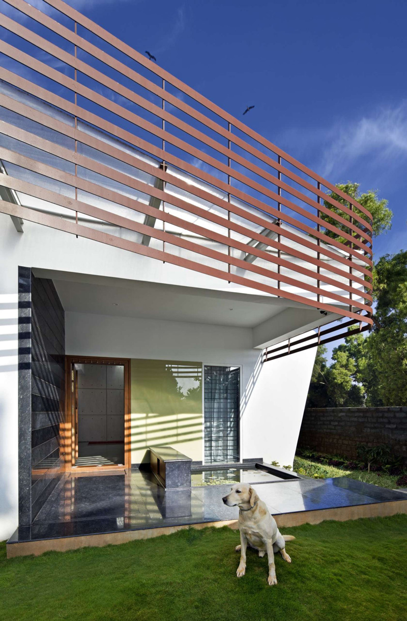 The Courtyard House By Purple Ink Studio