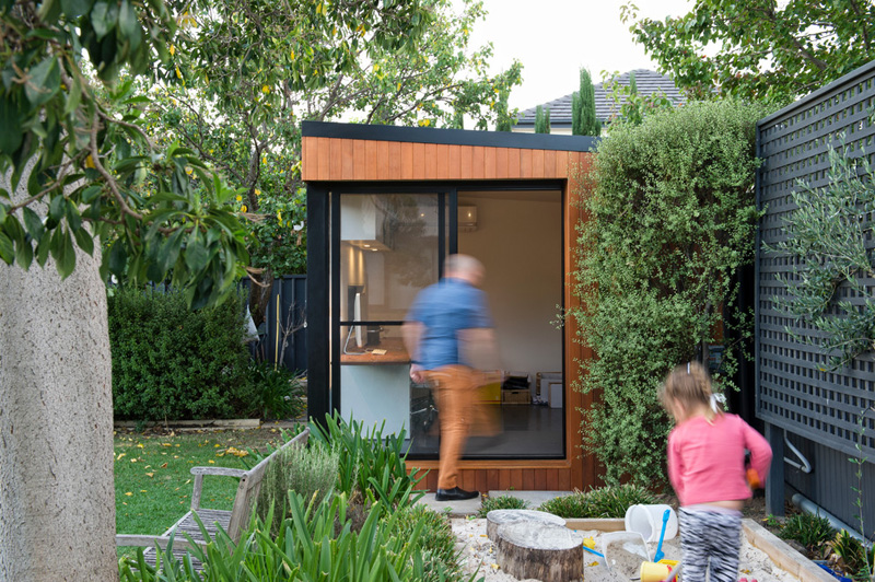 Inoutside creates a small backyard office contemporist for Outdoor office building