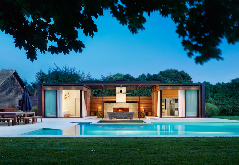 A contemporary pool house in the hamptons contemporist for Casa jardin wellness center