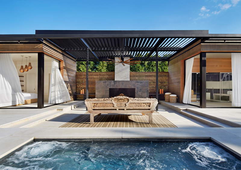 A Contemporary Pool House In The Hamptons