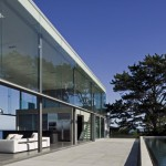 A Double-Height Glass Box Overlooking The Ocean By Fearon Hay Architects
