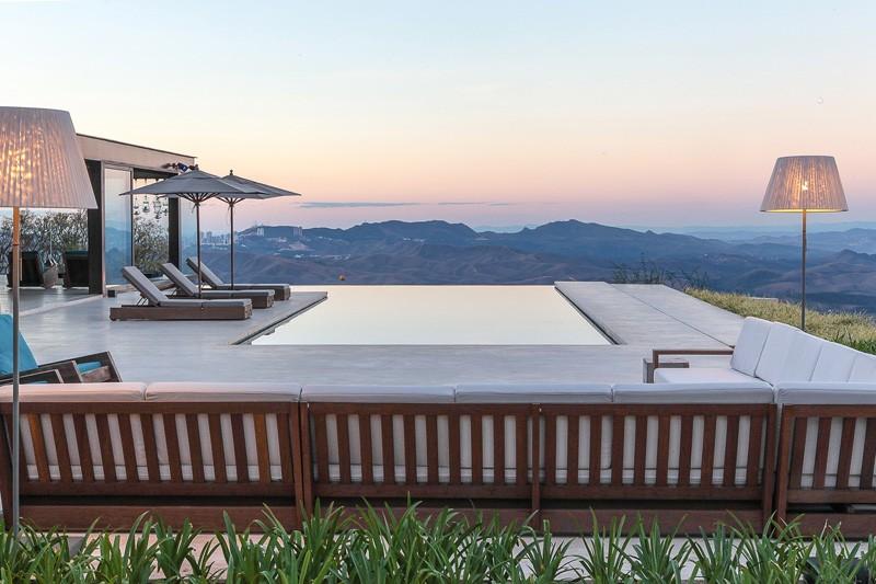 9 Examples Of Infinity Edge Swimming Pools