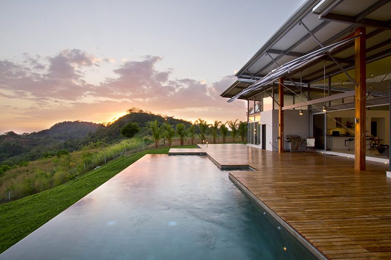 9 examples of infinity edge swimming pools with amazing views contemporist - Infinity edge swimming pool ...