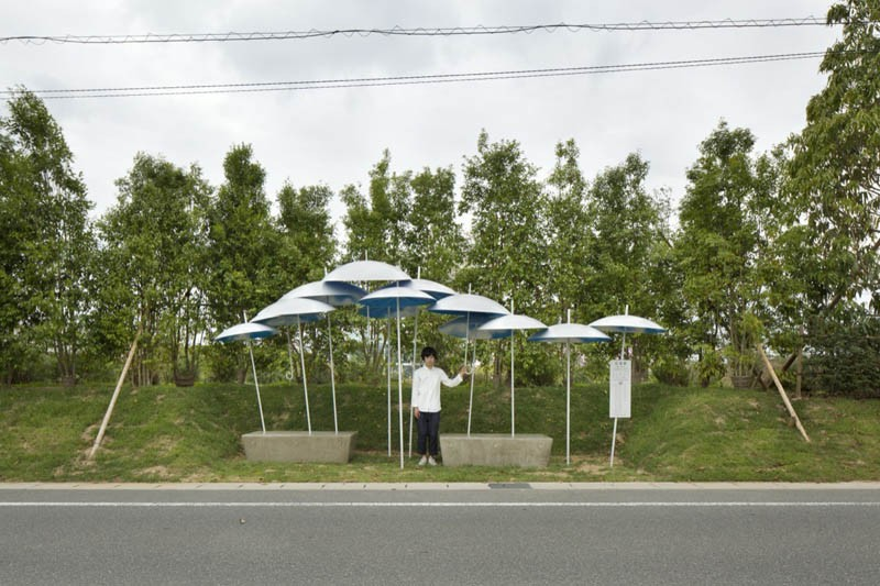 umbrella-bus-stop_030615_01