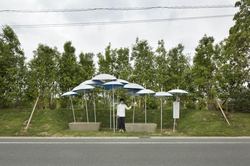 umbrella-bus-stop_030615_01
