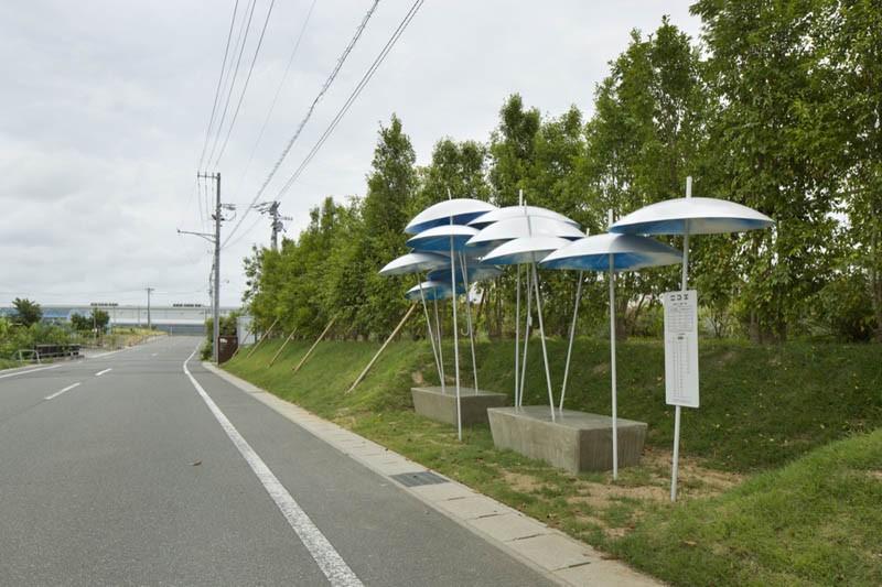 umbrella-bus-stop_030615_02